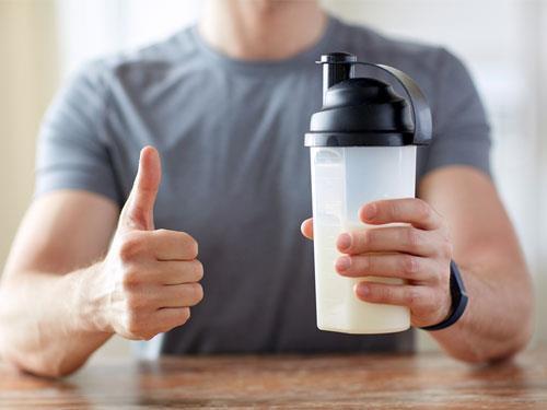 Co brać po treningu? BCAA czy odżywka białkowa