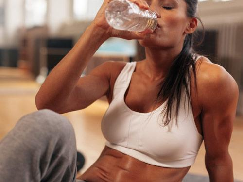 Woda i trening - ile należy pić wody?